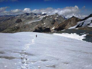 Giacciaio bello bianco e tracciato dopo la recente nevicata