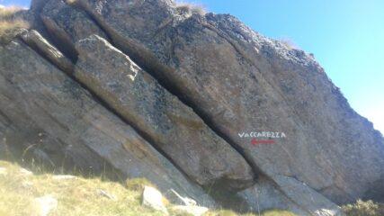 La scritta che indica il sentiero di salita dopo l'Alpe Vaccarezza inferiore