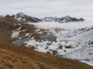 Dal colle Brenguez mare di nubi sotto i laghi
