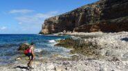 Arrivati a Cala Tramontana facciamo la pausa pranzo con tanto di pennica al sole, bagni zero...il mare è troppo grosso.