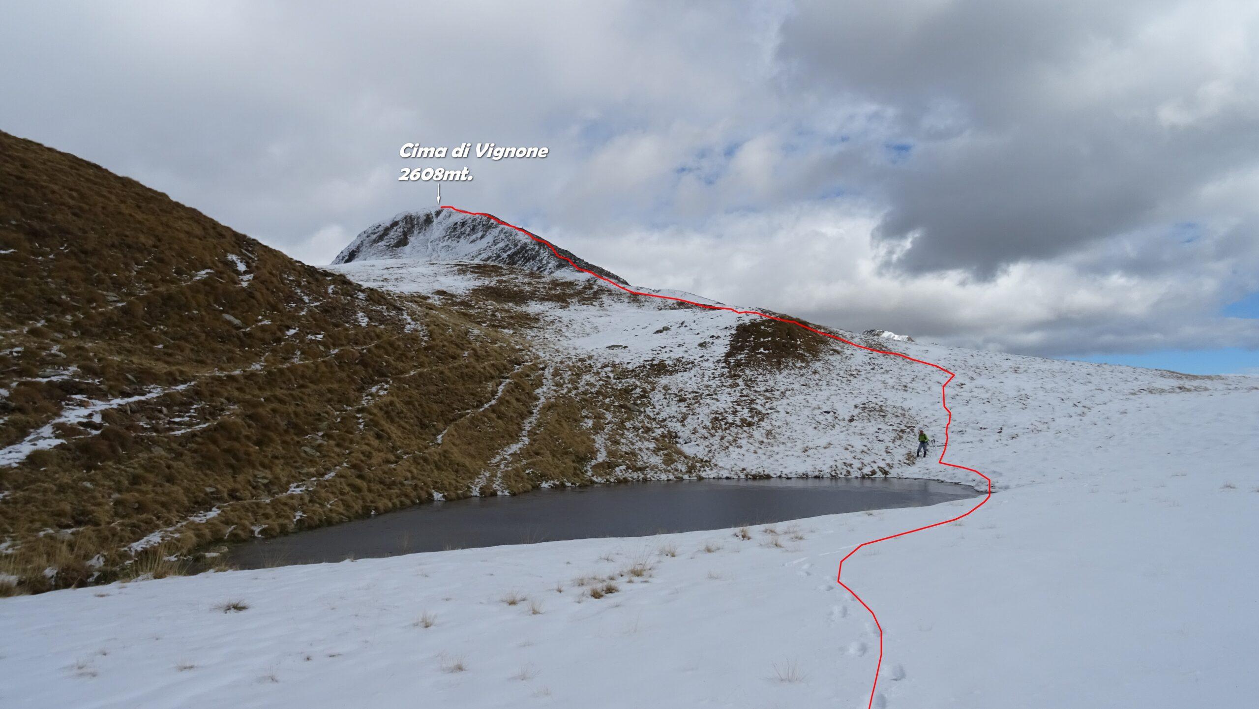 In rosso la traccia di discesa da Cima di Vignone vista alle nostre spalle.
