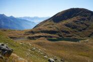 In discesa verso Lago della Battaglia.  Dietro Monte Quiapa