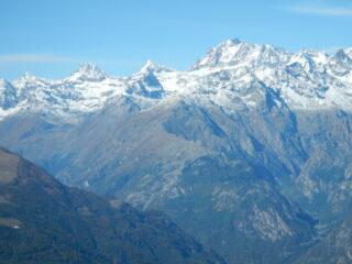 sullo sfondo Ciarforon,Tresenta e Gran Paradiso