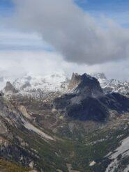 Vista sul Thabor rannuvolato e sulle Rocche dei Serous (foto D. Godio).