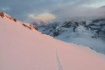le nebbie stanno coprendo il Col du Mont
