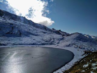 laghetto ghiacciato sotto il monte Blegier