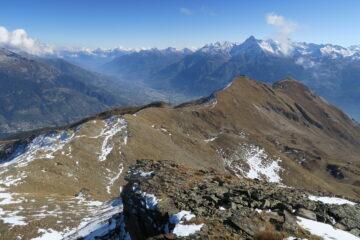 dalla Tsa di Chaligne una sguardo alla panoramica cresta percorsa