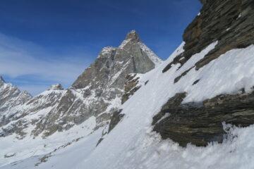 qui ho preferito parcheggiare gli sci