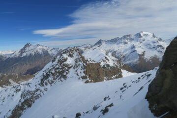 poco sotto la cima, il panorama spazia dalla Grivola al Gran Paradiso