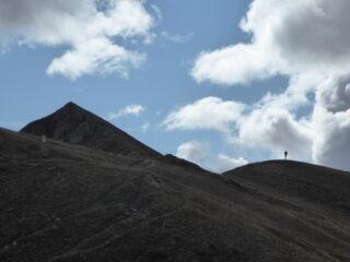 a sinistra punta Parvo, sul cucuzzolo a destra Luciano66