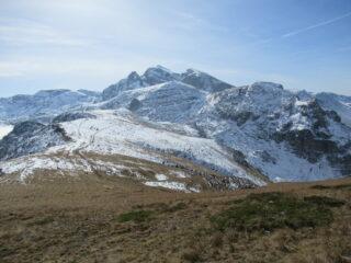 La dorsale con il Monte Jurin al centro.