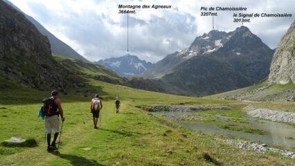 Entriamo nel lungo vallone del Plan de l'Alpe.