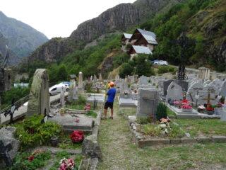 Piccola visita al piccolo cimitero di Saint Christhope en Oisans dove sono sepolti molti alpinisti caduti sui monti.