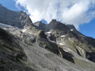 lo scosceso versante settentrionale dell'Aiguille du Plat de la Selle 3596mt.