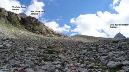 In alto appare il rifugio, in rosso la traccia di salita.