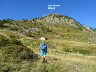 In rosso la traccia che sale nella valletta che porta verso il P.so di Val Vegia.