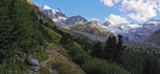 salendo lungo il sentiero per la Capanna Tschierva