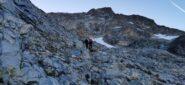 risalendo le vaste pietraie che portano verso il ghiacciaio (Vadrettin da Tschierva)
