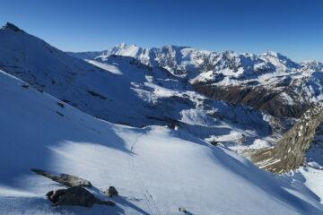 gli sci scalfiscono ben poco la neve
