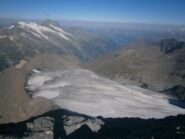 il ghiacciaio lambisce la cresta di salita