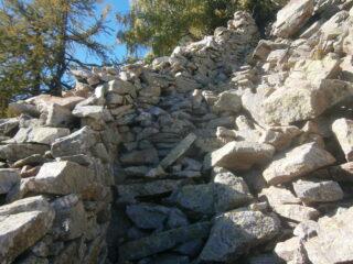 scala in pietra a rocca Lisciart