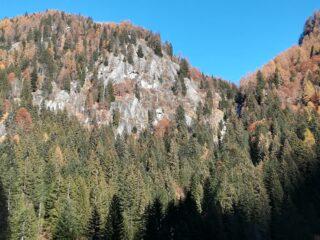 Le placche con a destra la cascata