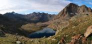 Sguardo in basso sul secondo Lago di Lussert, panorama fino alla Tersiva