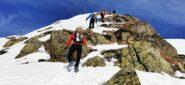la cresta di neve e roccette che porta verso la Colma di Mombarone