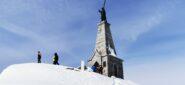 la grande statua che si trova in cima alla Colma di Mombarone