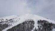 La parte sommitale del Monte Timogno con il Benfit alla sua sinistra