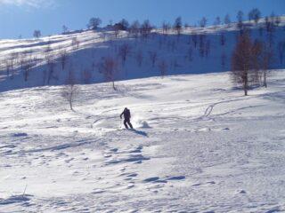 Discesa nel vallone di Gilba su neve ventata, non facile
