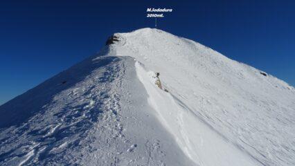 Salendo in cima per la cresta NO.
