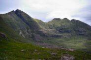 Sgurr Mhor e Horns of Alligin salendo al Tom na Gruagaich