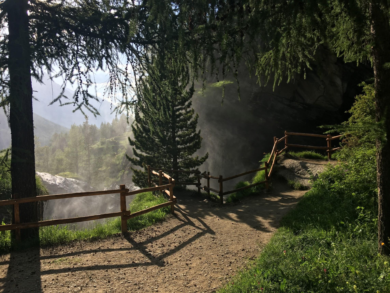 Rientro sopra le cascate di Lillaz