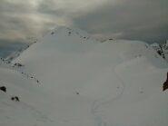 La conchetta fra la vetta vera e la cima scialpinistica (alle spalle rispetto alla foto)