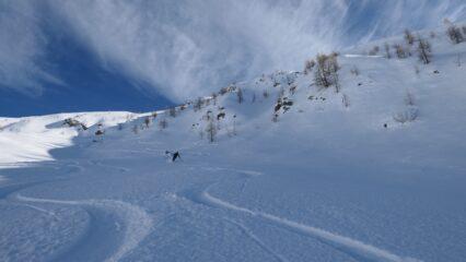 bella neve nelle zone riparate