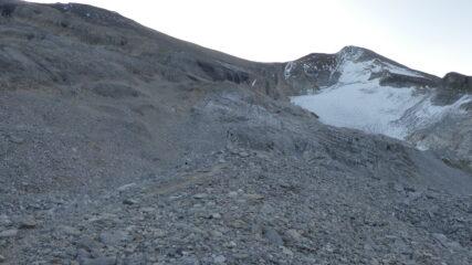 le immense pietraie che portano verso lo Schollijoch e i Barrhorn