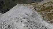 in discesa lungo la morena del Barrhorner gletscher