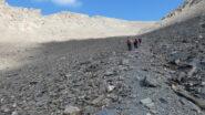risalendo le immense pietraie della parte terminale del Vallone Clapiera
