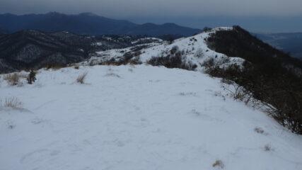 dorsale di collegamento tra il Monte Alpe e il Monte Carossino innevata