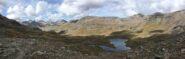 Dal colle, i sottostanti Laghi Doreire, con la cresta Tessonet sullo sfondo, e il gruppo Garin/Emilius sulla sinistra