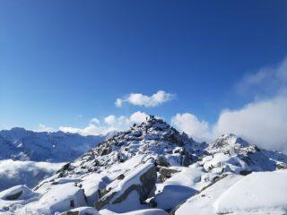 La cima del Monte Doubia con il grande ometto di pietre.
