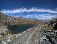 Il lago Laris, lungo la discesa dal colle