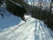 La strada oltre il tornante Valcauda.