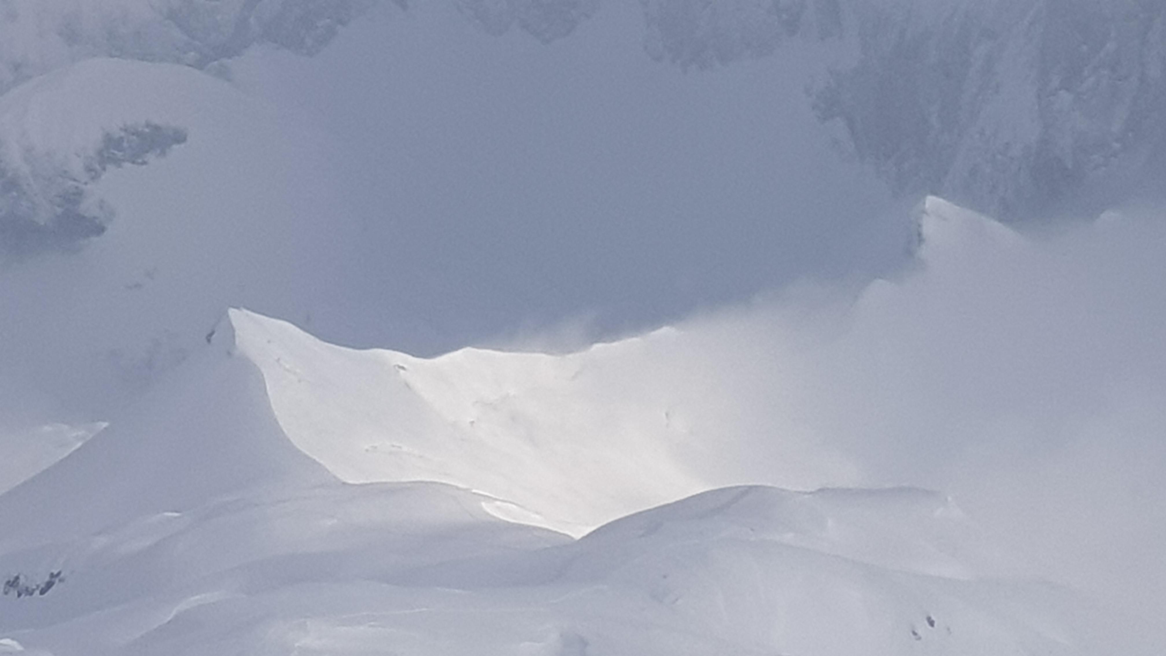 La cresta con lo sfondo della Presolana vista dalla cima del Ferrantino