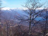 Dai pressi dell'ultimo casolare unao scorcio sul Lago d'Orta.