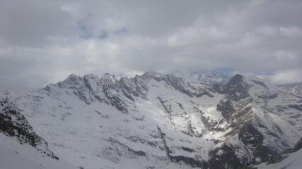 Affaccio sul massiccio del Monte Rosa (coperto dalle nuvole) dal Colle della Bottiggia