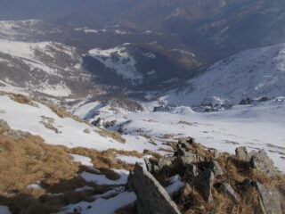 il nevaio pensile oltre il canale dalla cresta est alla punta della Croce..