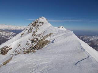 tratto finale..esile e aerea crestina di neve inconsistente..