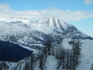 sullo sfondo il Monte Seguret spazzato dal vento
